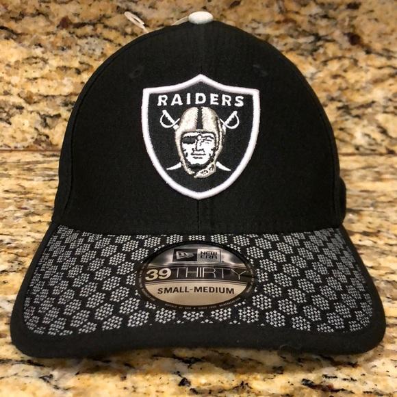 bf63dda933e Oakland Raiders 2017 Official Sideline 3930 Cap. NWT. New Era